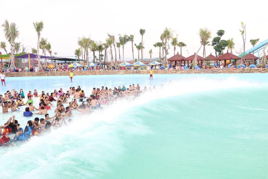 kolam tsunami hawaii waterpark