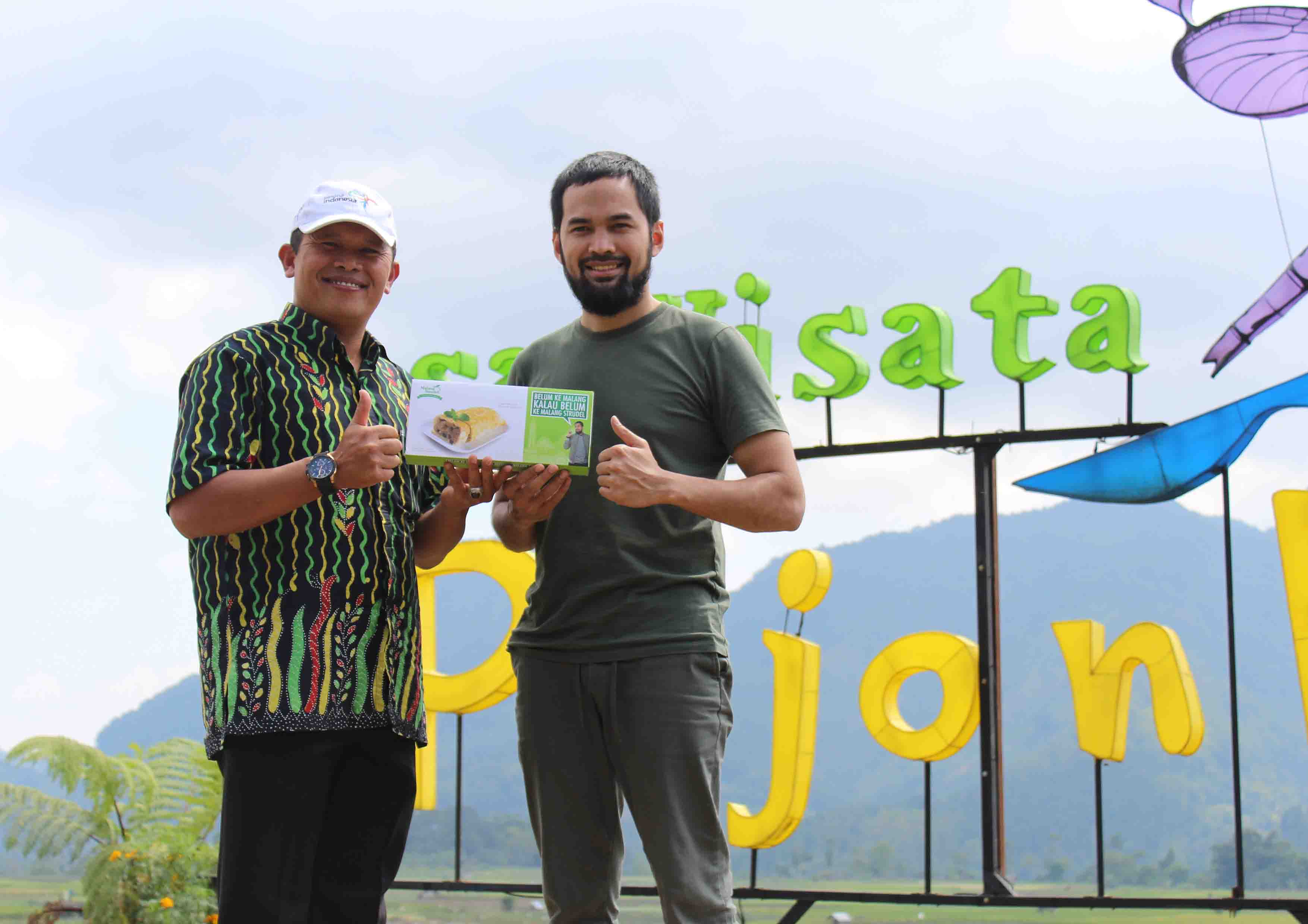 Let's traveling! Cafe Sawah Pujon Kidul ini Bikin Teuku Wisnu Betah