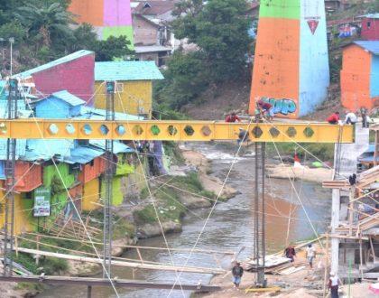 WOW! Kampung Warna-warni Punya Jembatan Kaca Pertama di Malang Raya