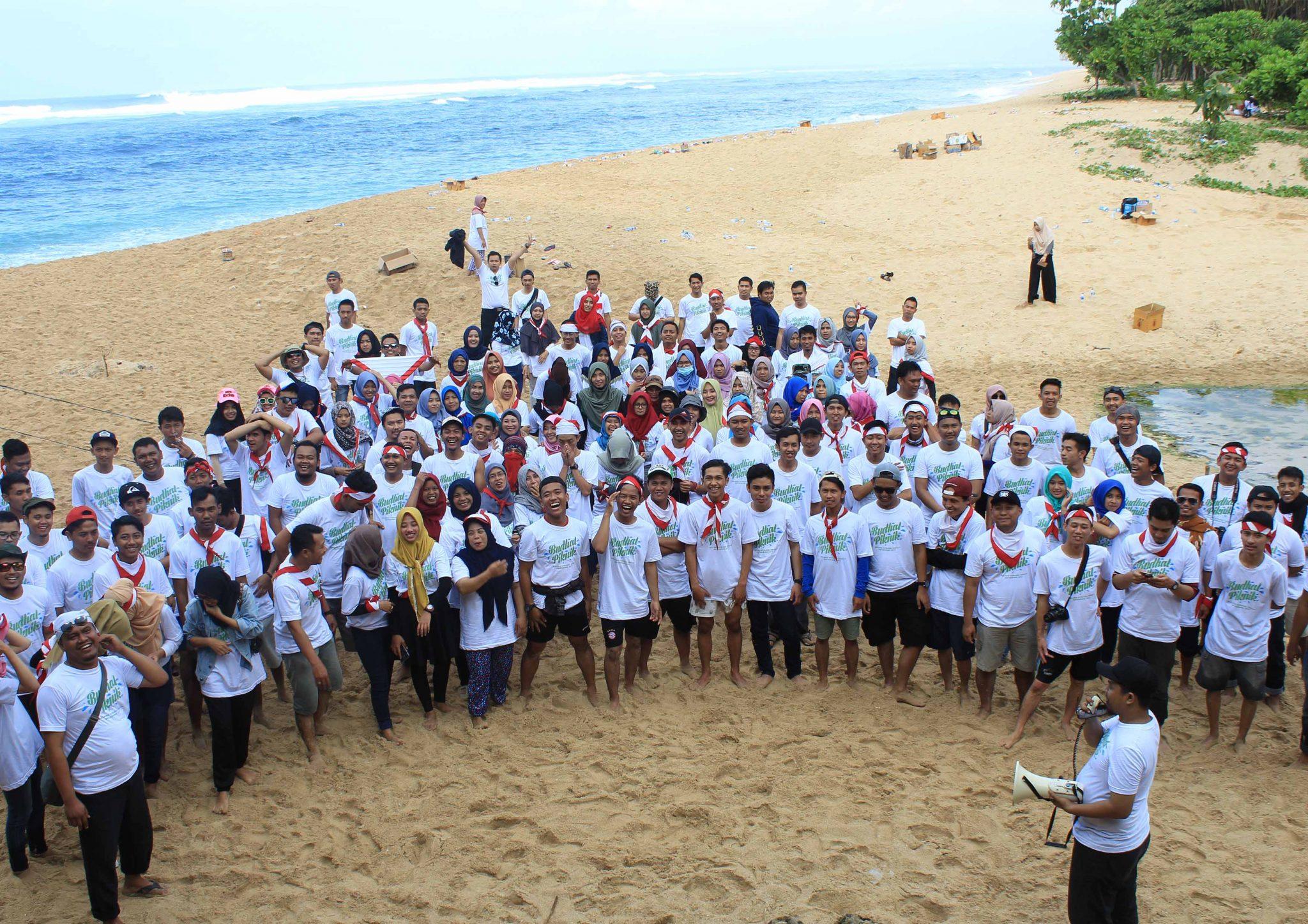 Outing Keluarga Besar Malang Strudel di Pantai Balekambang