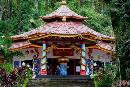 Wisata Religi Ke Keraton Gunung Kawi