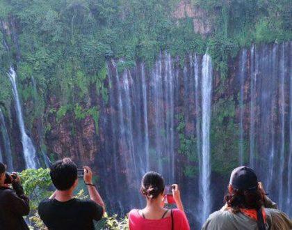 EPIC! Pemburu Spot Foto Instagramable Wajib Ke Air Terjun Tumpak Sewu!