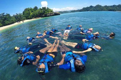 Hobby Snorkeling? Pantai Tiga Warna Malang Juaranya!
