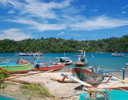 Liburan Komplit! Mancing, Naik Perahu, dan Bermain Di Bibir Pantai Tamban!