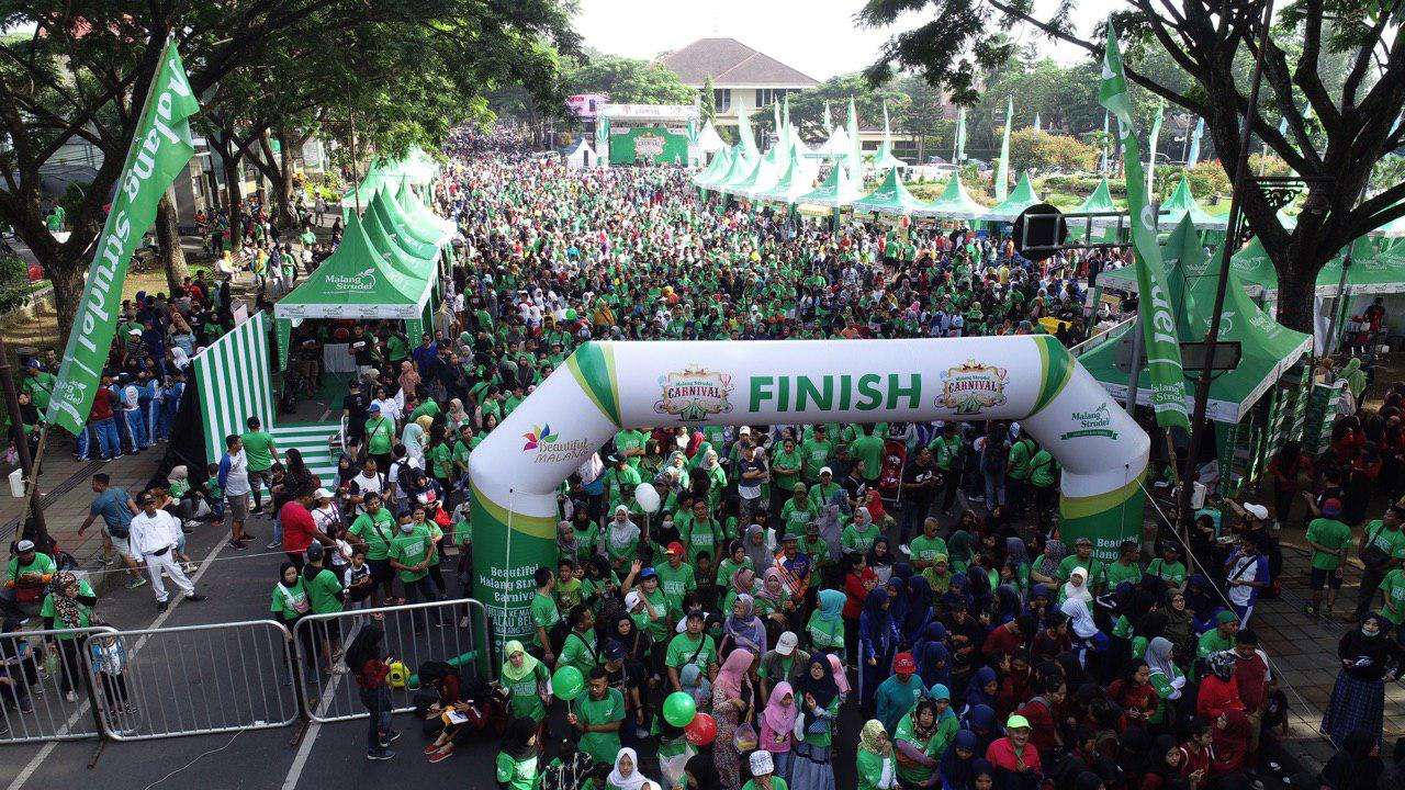 Lautan Strudelers! 8000 Peserta Funwalk Beautiful Malang Strudel Carnival 5 Hijaukan Simpang Balapan