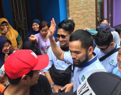 Teuku Wisnu Ikut Selamatkan Korban Banjir Jakarta!
